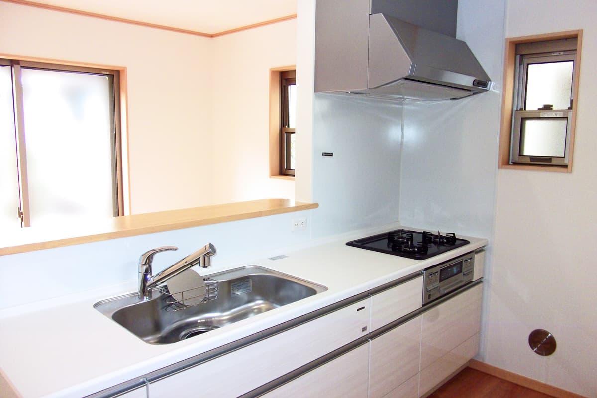 設備の整った対面キッチン