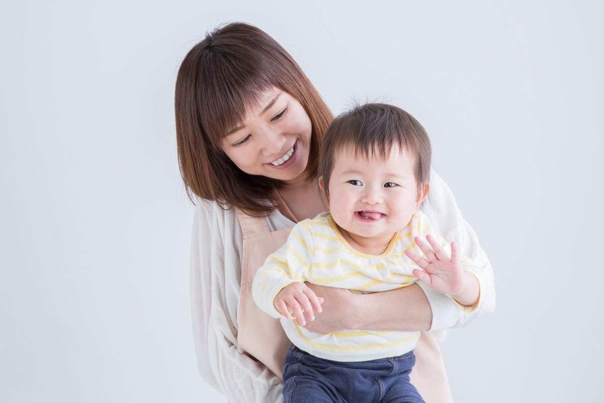笑顔のお母さんと子ども
